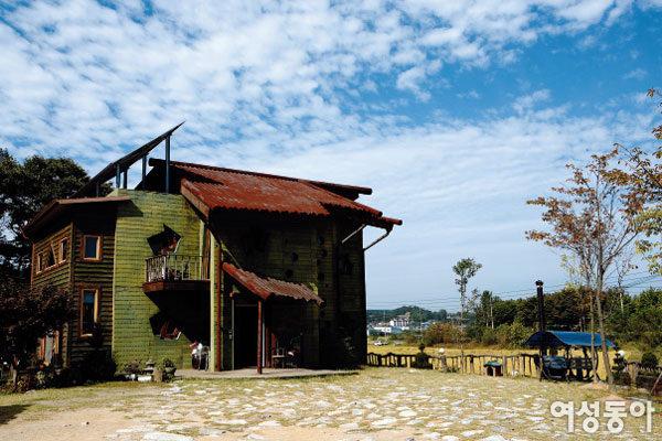문진섭·김금산 부부의 절약형 자재로 지은 에코 하우스