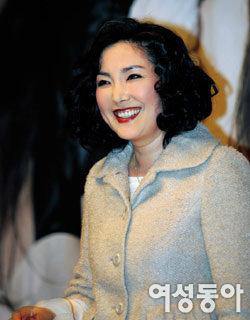 드라마 '행복합니다'에서 위선적인 재벌회장 부인 연기하는 이휘향