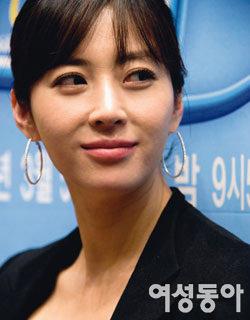 드라마 '온에어'에서 '싱글맘 스타 작가'로 변신한 송윤아