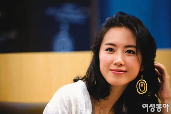 데뷔 10년 만에 처음으로 무대 올라 파격 연기 선보이는 홍은희