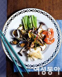 더위 싹~ 가시는 별미 요리 해물버섯냉채