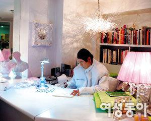 '생활 디자인'으로 활동 영역 넓힌 앙드레 김의 새로운 도전