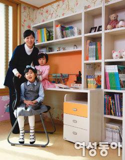 두 자매가 함께 쓰는 공부방