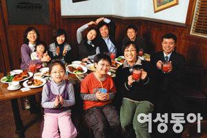 건강한 출산 기원하는 가족 파티