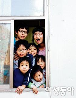 """""""열째야, 환영한다~"""" 7남3녀 둔 권학도 목사 가족"""