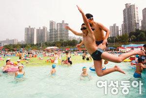 더위 날리는 야외 수영장 올 가이드