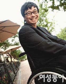 휠체어 타고 춤추는 남자 강원래