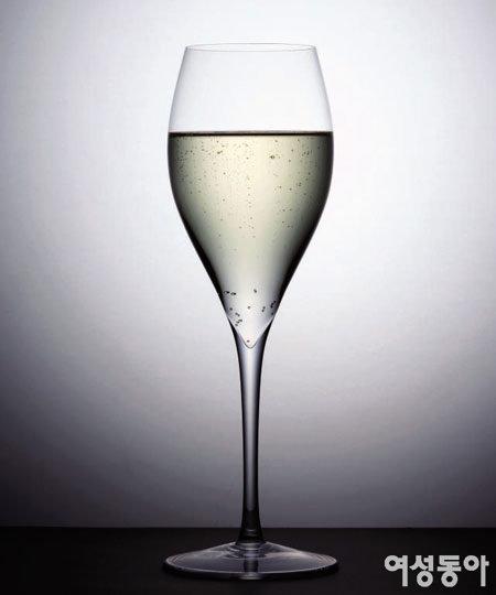 더운 여름밤, 톡 쏘는 스파클링 와인 한잔