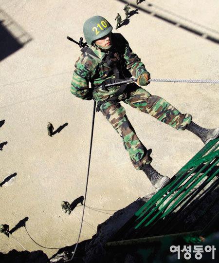 해병대 입대 5개월 현빈 '어메이징' 군 생활 보고서