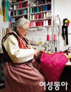 대한민국 한복 명장 1호 김영재 할머니의 바늘과 실로 이룬 60년