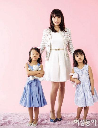 '라이언 킹' 이동국 아내 이수진 & 쌍둥이 딸 첫 화보 나들이