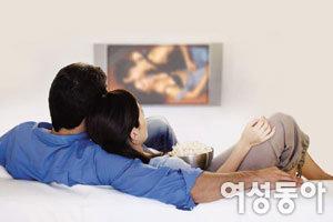 야동 보는 남편 침대로 불러들이는 법!