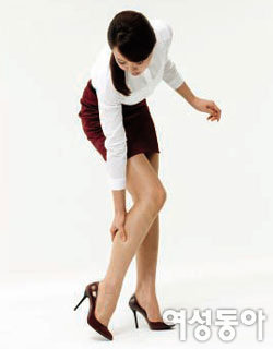 붓고 무겁고 아픈 다리가 보내는 건강 위험 신호