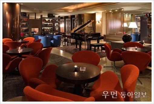 할로윈을 즐기는 또 하나의 방법, 호텔 클럽 바 4