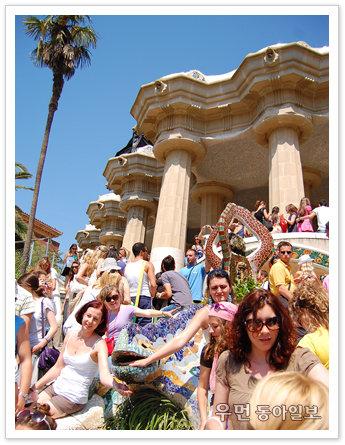 """'이웃집블로거 빌시' 이진형의 소소한 유럽 이야기 """"스페인의 천재 건축가 가우디가 만든 동화 속 궁전같은 구엘 공원…"""""""