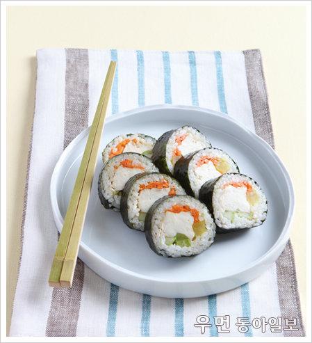 두부를 편식하는 아이들도 맛있게 먹는 '조린 두부 김밥'