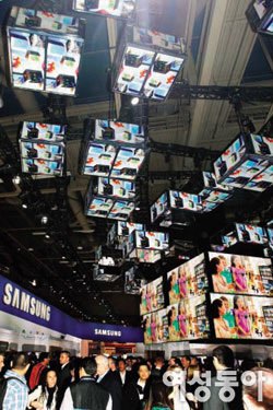 Smart KOREA 2013 국제가전제품전시회 휩쓸다