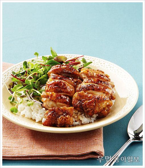 부드럽고 달콤한 닭고기가 가득~ '닭고기 데리야키덮밥'