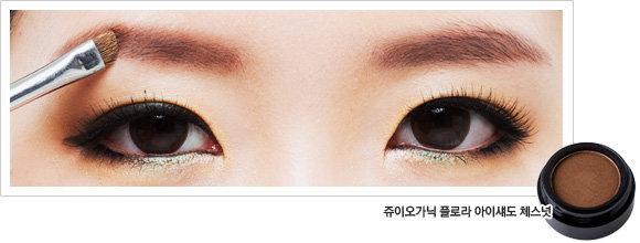 메이크업 아티스트 이용선의 교정 메이크업 레슨 ② 밋밋한 눈매를 변신시키는 딥 그라데이션 노하우!