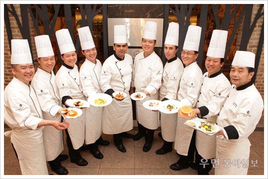 인터컨티넨탈 최고의 수석 셰프 10명이 모여 세계 각국 인기 메뉴를 요리… '아이셰프(I-Chef) 프로모션'