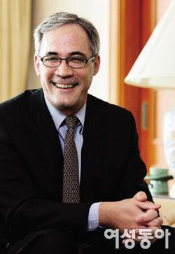 성북동 전망 좋은 집에서 만난 데이비드 채터슨 캐나다 대사 부부