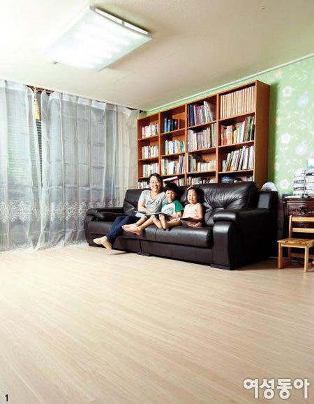 남매에게 안전한 거실 만들어준 친환경 바닥재