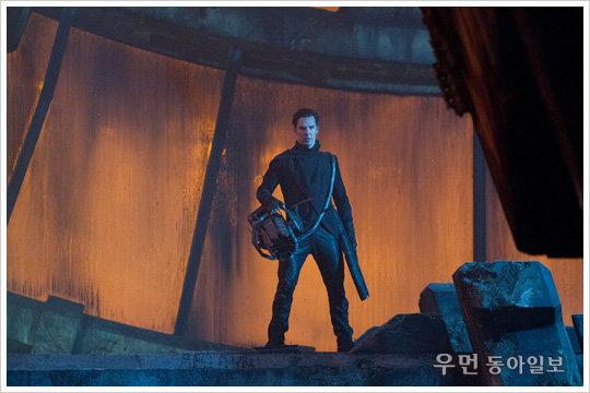 """화제의 영화 '스타트렉 다크니스' 악역 베네딕트 컴버배치가 처음 공개한 촬영 뒷이야기… """"J.J 에이브럼스 감독에게 '와서 같이 놀아볼까?' 메일 받아"""""""