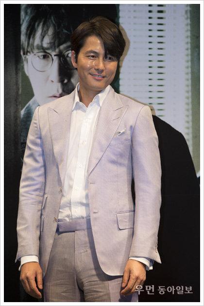 """영화 '감시자들' 정우성과의 솔직 인터뷰 """"내가 첫 악역 맡은 이유, 2PM 이준호의 촬영장 모습…"""""""