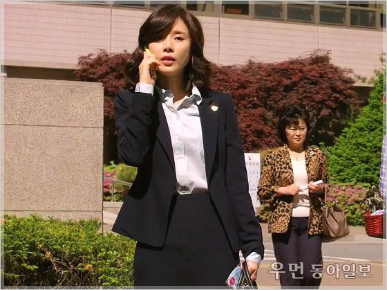 드라마 '너의 목소리가 들려' 변호사 이보영의 수트 스타일링 ... 비즈니스 라이프 코치 김경화의 패션 전략 ⑭