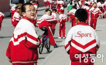 중국 학생들이 매일 체육복만 입는 속사정