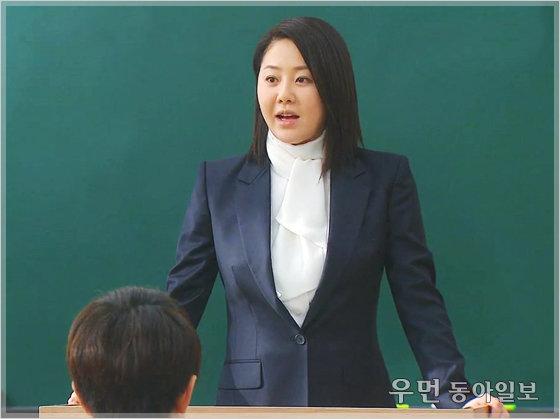 '여왕의 교실' 고현정이 화제를 불러일으킨 교사 패션... 비즈니스 라이프 코치 김경화의 스타일링 전략 ⑯