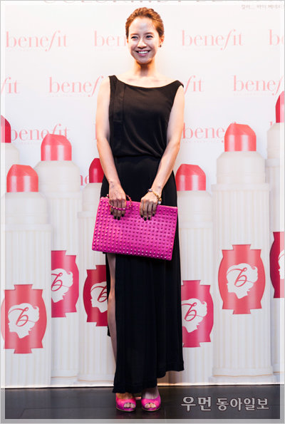 태연, 송지효, 조윤희 행사장을 뒤덮은 그녀들의 핑크빛 무브먼트!