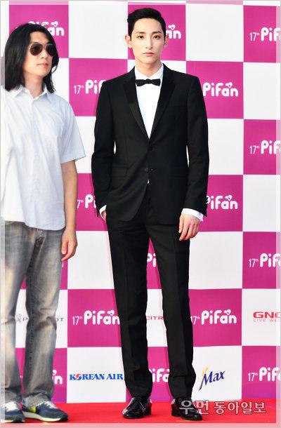 이수혁, 이정재… 블랙 수트를 입는 남자