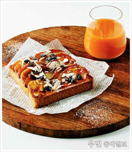 a piece of toast!  과일토스트 + 사과당근주스