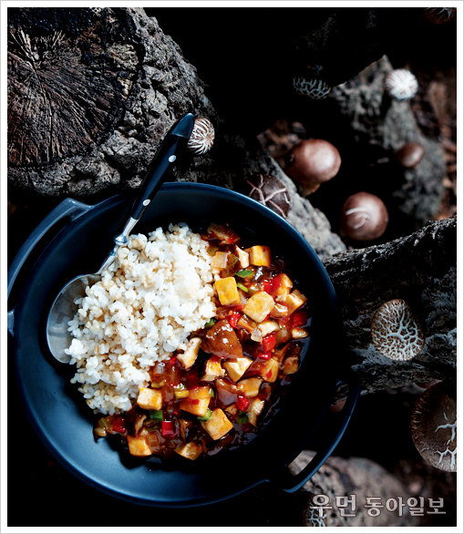 향긋한 버섯내음에 반하는 마파표고버섯덮밥