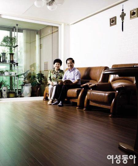 집 꾸미기 첫 단계 고급스러운 '티크' 친환경 바닥재