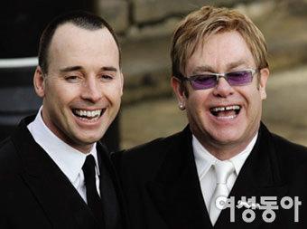 엘튼 존, 동성 파트너와 두 번째 결혼식 올린다