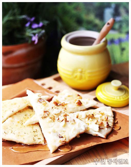 입맛따라 즐기는 '플랫 브레드' 르크루제 허니팟&디퍼 요리