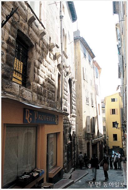 악마적 탐미가 향기를 따라 흐르는 마을~ '향수'의 무대, 프랑스 그라스