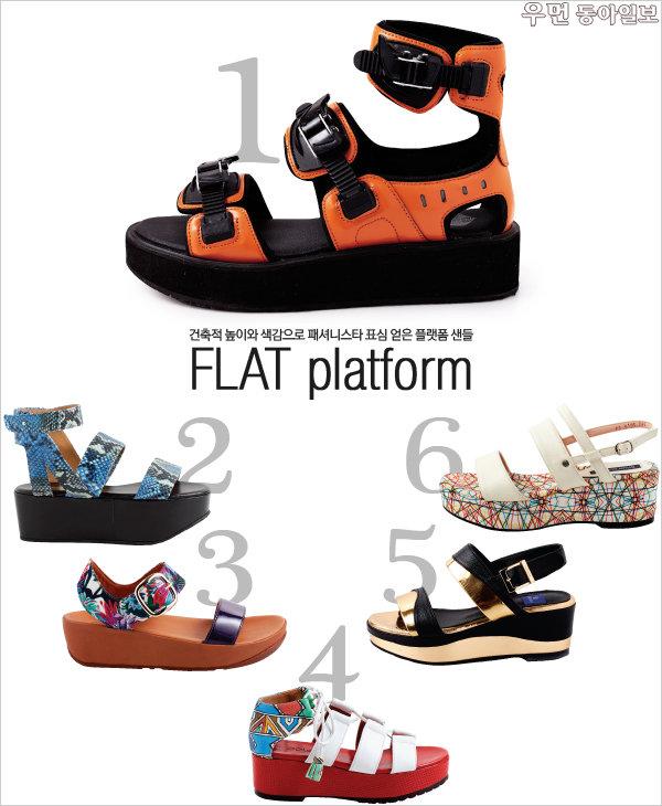 건축적 높이와 색감으로 패셔니스타 표심 얻은 플랫폼 샌들~ FLAT platform