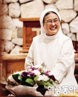 '국민 이모' 이해인 수녀 '긍정 투병'의 비밀