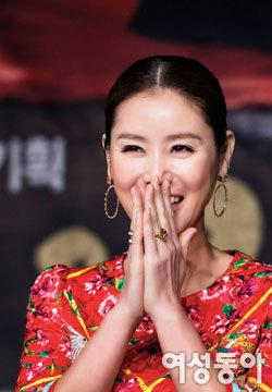 김성령 '여왕의 꽃'으로 만개하다