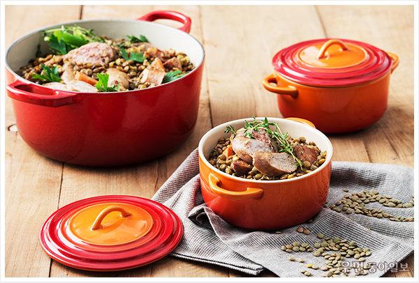 슈퍼 곡물 레시피 ʻ렌틸콩소시지구이' 프랑스 셰프 장 폴 보레즈가 제안하는 르크루제 원형 냄비 요리