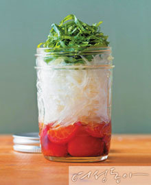 유리병 속 Salad