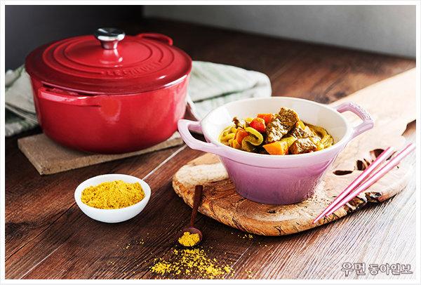건강한 한 끼 식사 ʻ쇠고기카레우동' 푸드 스타일리스트 김상영이 제안하는 르크루제 원형 냄비 요리