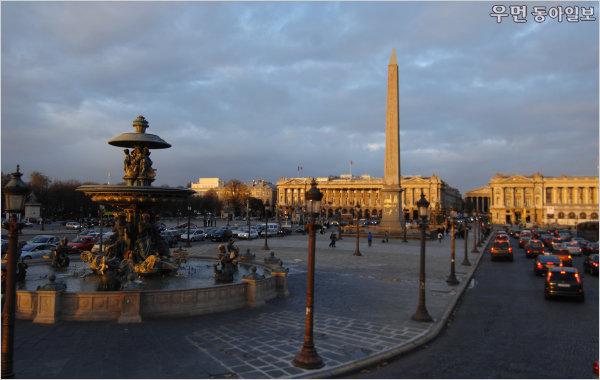 엄혹한 시절에 찾은 인간이라는 진정한 가치! '두 도시 이야기'와 프랑스 파리