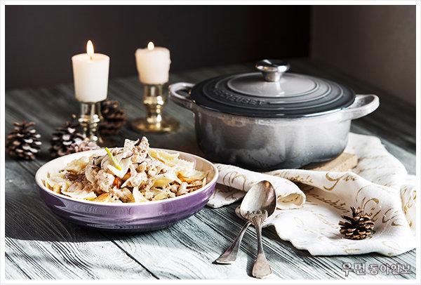 접대용 파스타 요리! ʻ버섯들깨크림파스타' 푸드 스타일리스트 김상영이 제안하는 르크루제 찌개 냄비 요리