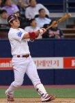 [포토] 박병호 '홈런볼 잘 넘어가고 있지~?'