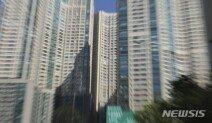 서울 아파트값 평균 10억 넘어섰다…1년 새 20% 올라