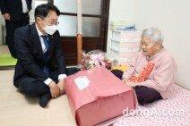 김현준 LH 사장, 국내 첫 영구임대주택 단지 방문